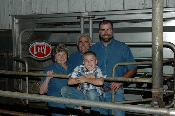 The Knigge family in front of the Lely Astronaut