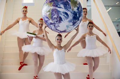 Five ballerinas posing at the Lely Campus