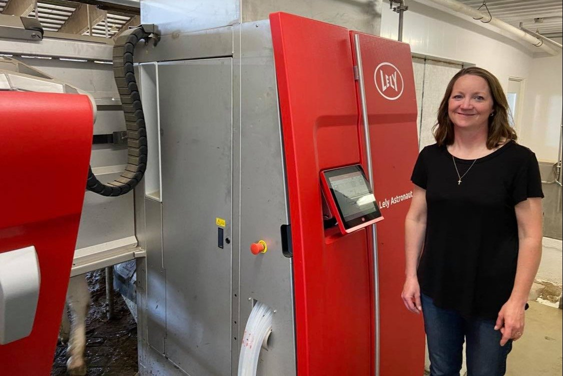 Jolene Nierling with her Lely Astronaut A5 robotic milking system