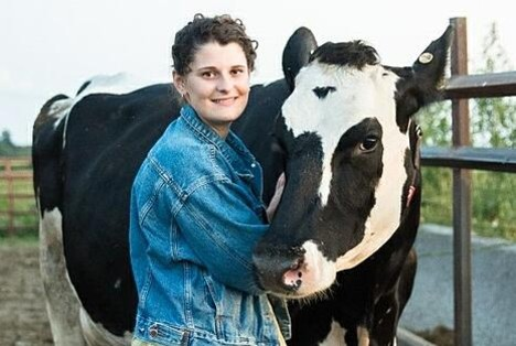 Lely Scholarship Winner Sarah Metzger with dairy cow