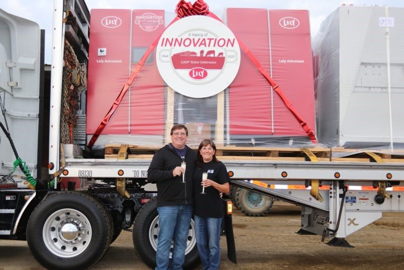 Fred Rau Dairy receives Lely North America's 5,000th Lely Astronaut